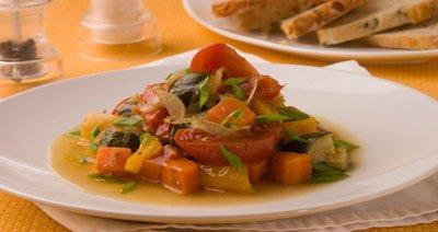 Тефтели в кремово-овощной подливе – кулинарный рецепт