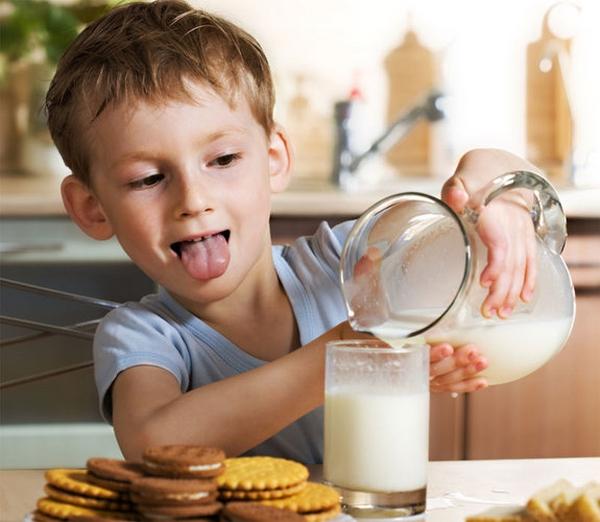 Фото как дети пьют молоко